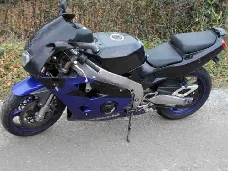 1 x Kawasaki ZXR 400, E.z. 08 1995, mit Tüv bis 05 2022 ab nur 1€ schon