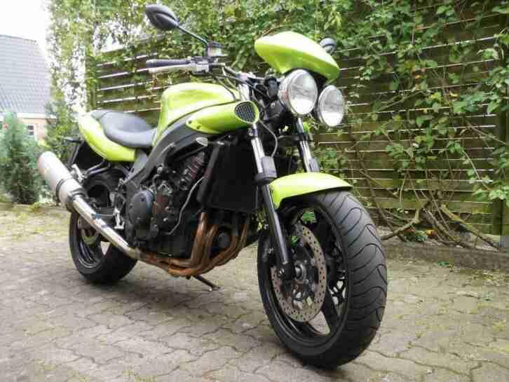 Triumph Speed Four, Leovince SBK, Superbikelenker, Stahlflex, Miniblinker
