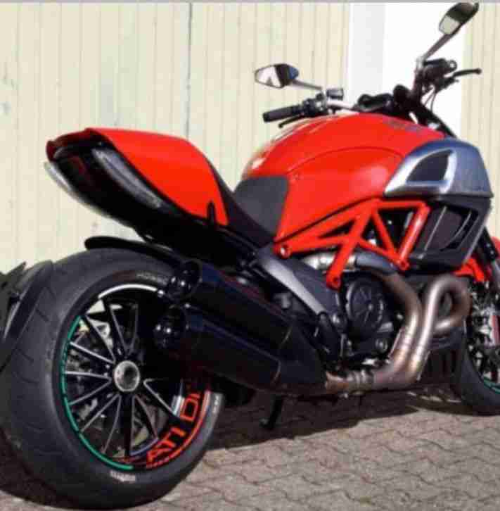 ducati diavel 1200 mit 163 ps 5500km abs esp bestes. Black Bedroom Furniture Sets. Home Design Ideas