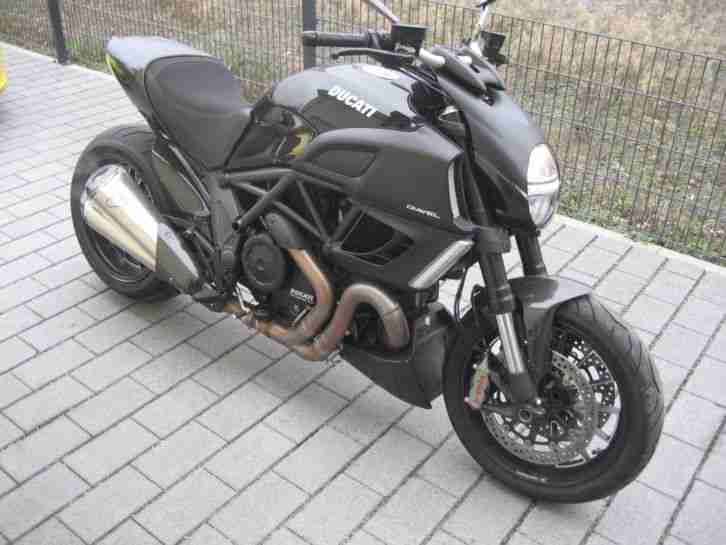 Ducati Diavel Black Carbon ABS 1.Hand 3200KM EZ:3/2012 Topzustand!