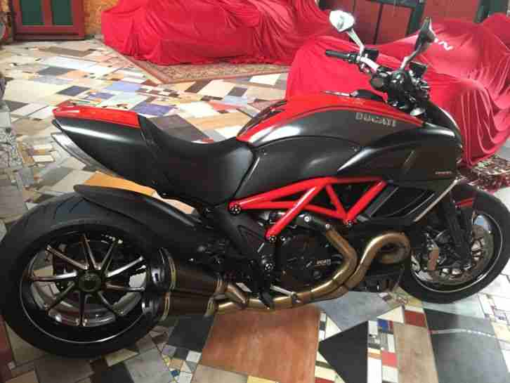 Ducati Diavel Carbon red original Ducati Performance Zubehörteile, 1a Zustand