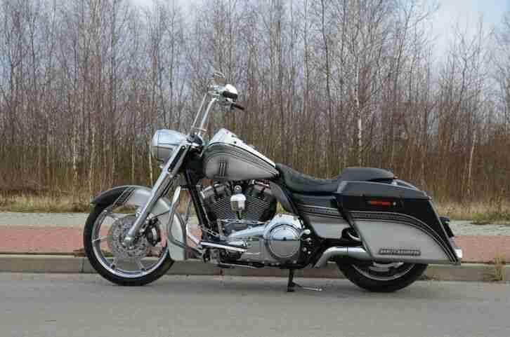 Harley Davidson FLHRSE4 Road King CVO bj.2013 Airbrush Lack 1110 motor