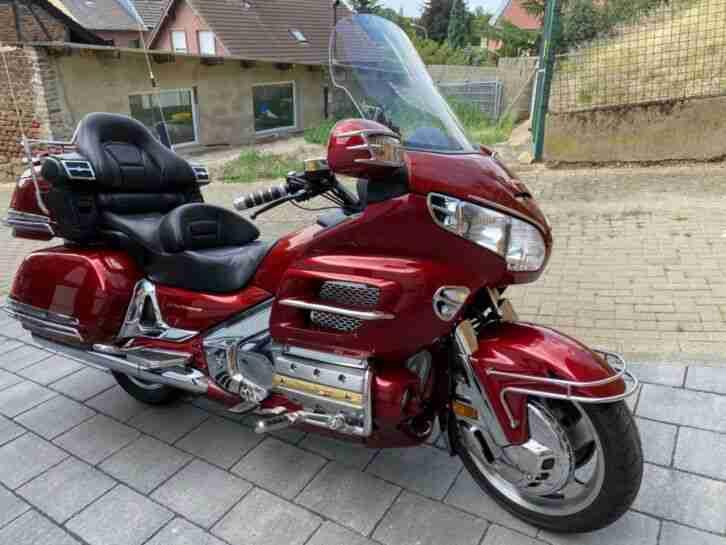 Honda GoldWing GL1800 SC47 sehr gepflegt 2.Hand Bj. 2001 viel Chrom und Licht