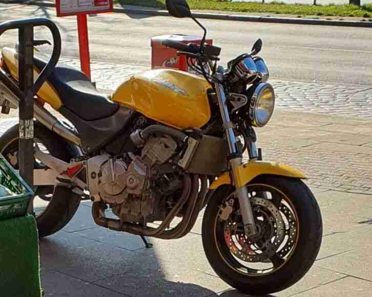 Honda Hornet naked bike macht riesig spass zu fahren