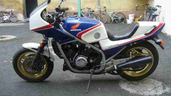 Honda VF750 RC 15 Interceptor