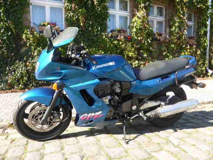 kawasaki motorrad sporttourer gpz 1100 mit 125 bestes. Black Bedroom Furniture Sets. Home Design Ideas