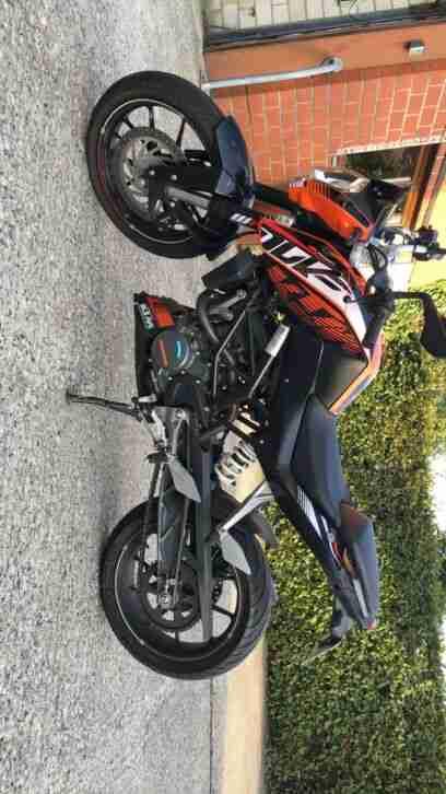 KTM Duke 125 mit Akrapovic