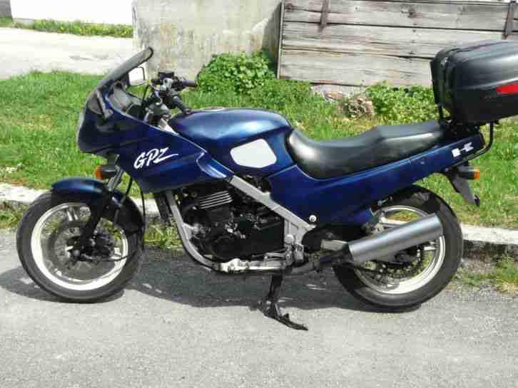 Kawasaki GPZ 500, blau metallic, EZ 2´92, TÜV 4´18, 46.486 km, 37 kW