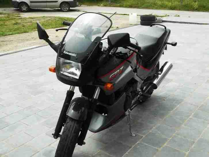 Kawasaki GPZ 500,jahr 1993,mit nur 15000km,sehr gut motorad,farht wie neue.