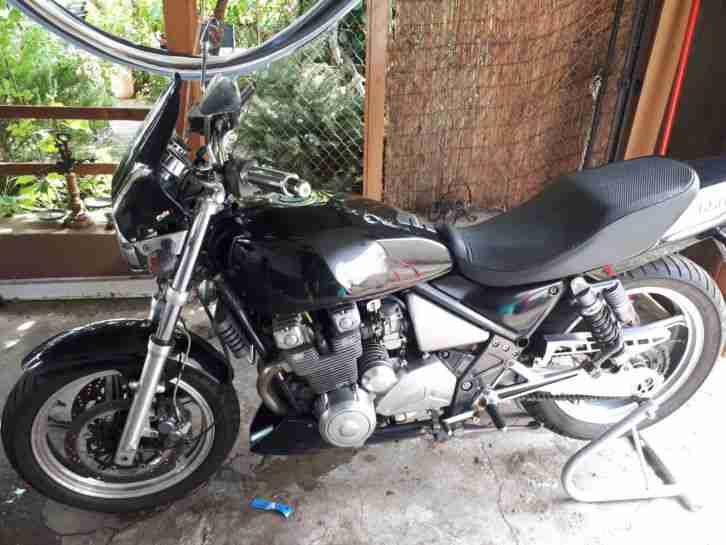 Kawasaki Zephyr 550 mit Ersatzmotor