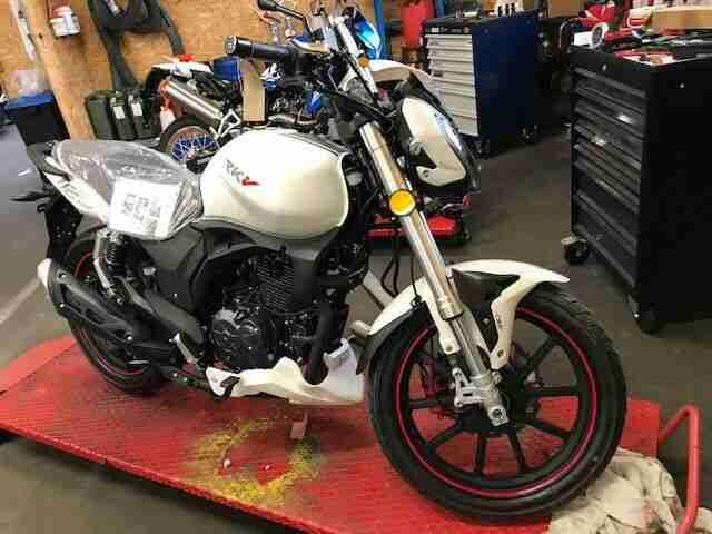 Keeway RKV 125 E4 Motorrad Scrambler Supermoto Leichtkraftrad 125ccm