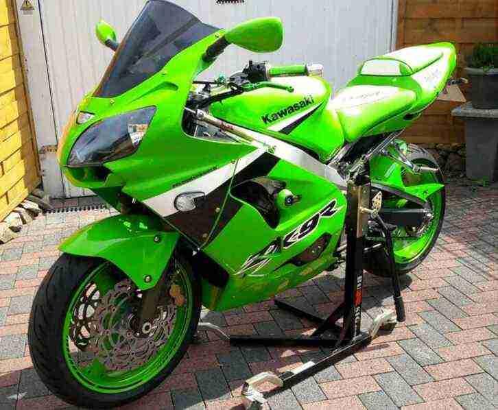 Motorrad Kawasaki ZX 9R mit frischen Tüv