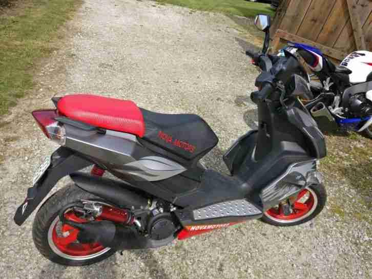 Motorroller, Nova Motors, »GT3 1.0«, 50 ccm 45 km h, rot silberfarben