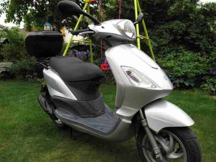 Motorroller Vespa Piaggio Fly 100 Top Zustand Bj:2008 Koffer ab A1- 16J. PKW