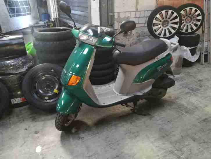 Motorroller Vespa Piaggio SKR125 in gutem Zustand 95er
