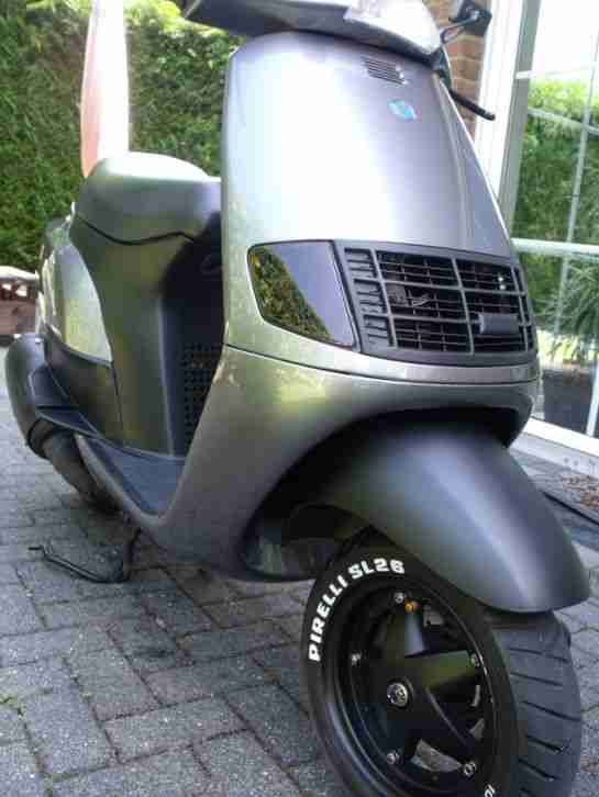 SKR 125 Vespa Scooter 125 ccm Top