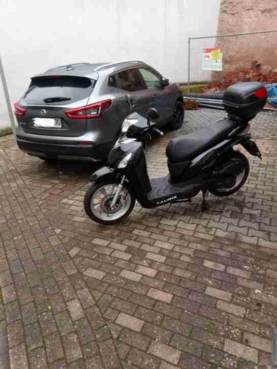 Roller 125 ccm AVENIDA Tauris mit großen ALU Rädern