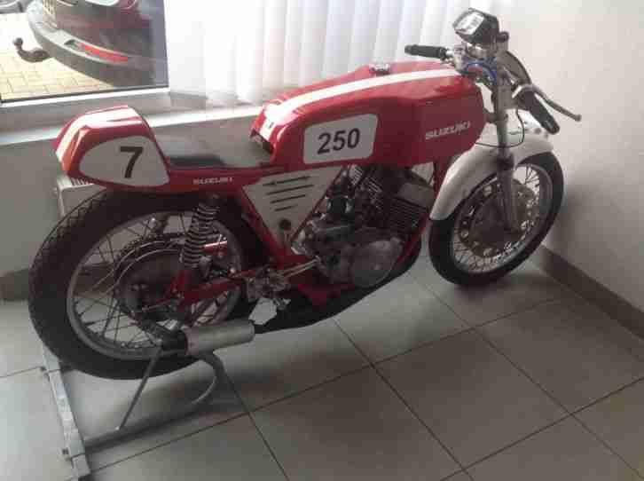 Suzuki Gt 250 Rennmaschine Café Racer Oldtimer