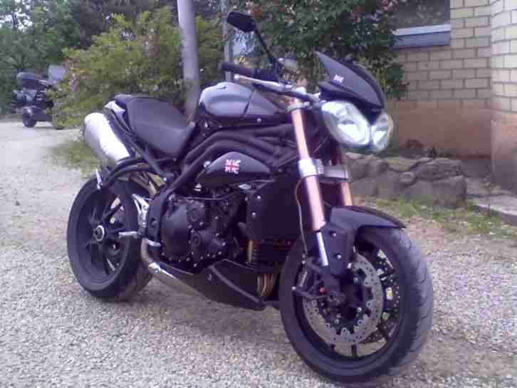 Speed Triple 1050 schwarz 2011 09 02,