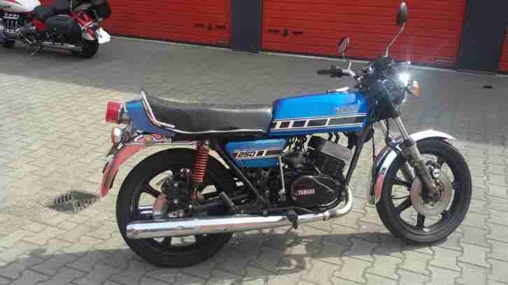 YAMAHA RD 250 als Restaurationsobjekt mit laufendem Motor und Papieren