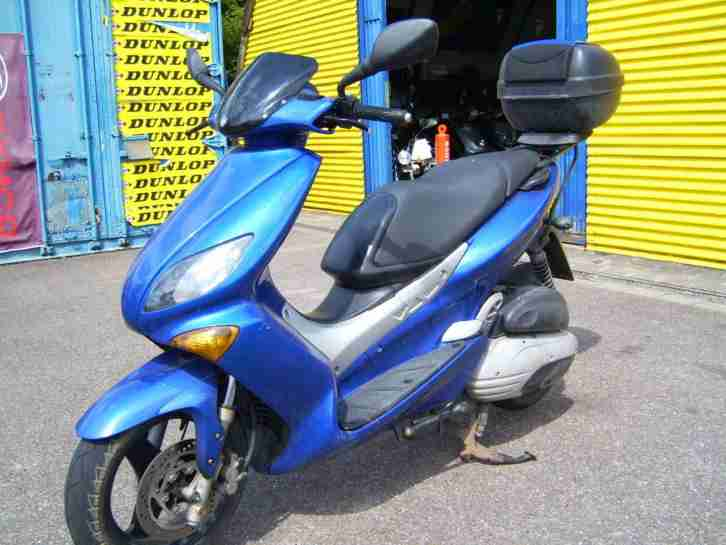 yamaha maxter 150 roller mit top case 10278km unfall und. Black Bedroom Furniture Sets. Home Design Ideas