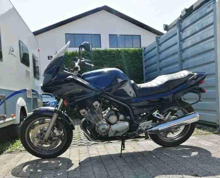 Yamaha Scrambler Bratstyle Café Racer Custom Umbau XJ 550 Motorrad