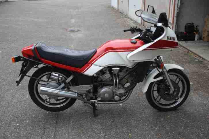 Yamaha XZ 550, BJ 03 1985, mit Vollverkleidung, gebraucht, zum Herrichten.