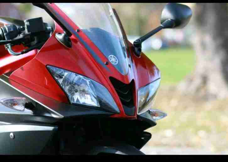 Yamaha YZF R 125 in Farbe rot