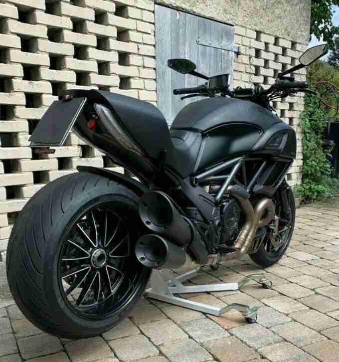 Ducati Diavel Dark ABS TZ12 16 Scheckheft gepflegt umfallfreies Scheidungsopfer