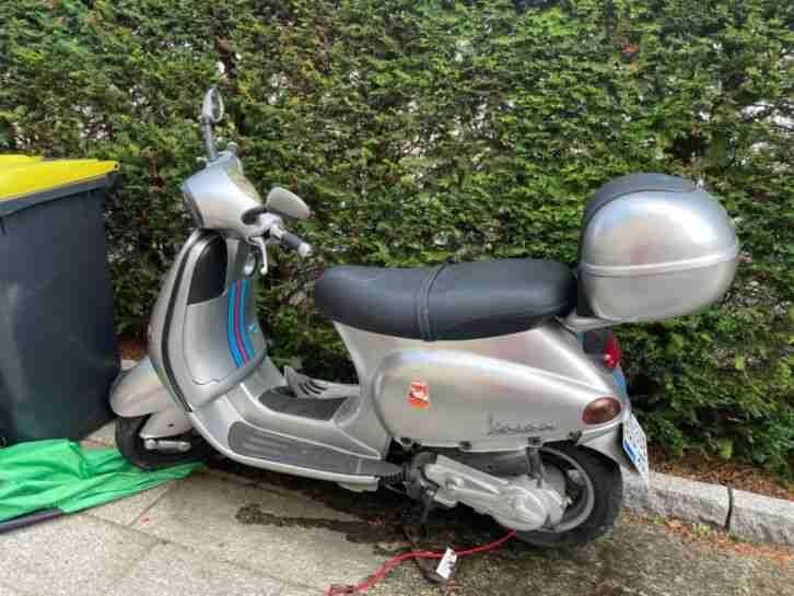 Vespa Motorroller 125 ccm, Silber, Motor läuft rund